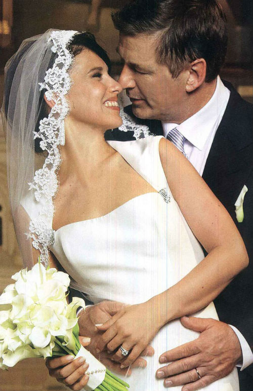 hilaria-thomas-alec-baldwin-wedding-twitter